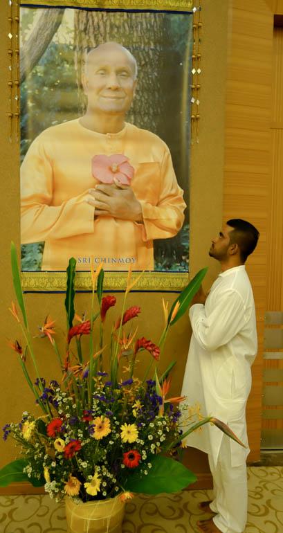 Kumar looking at pic-02810