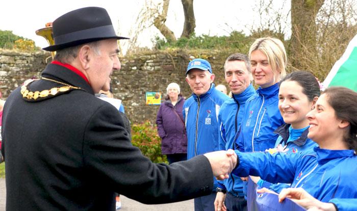 Mayor-and-runners