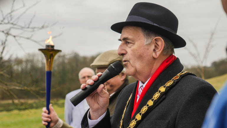 Mayor and torch-1200045