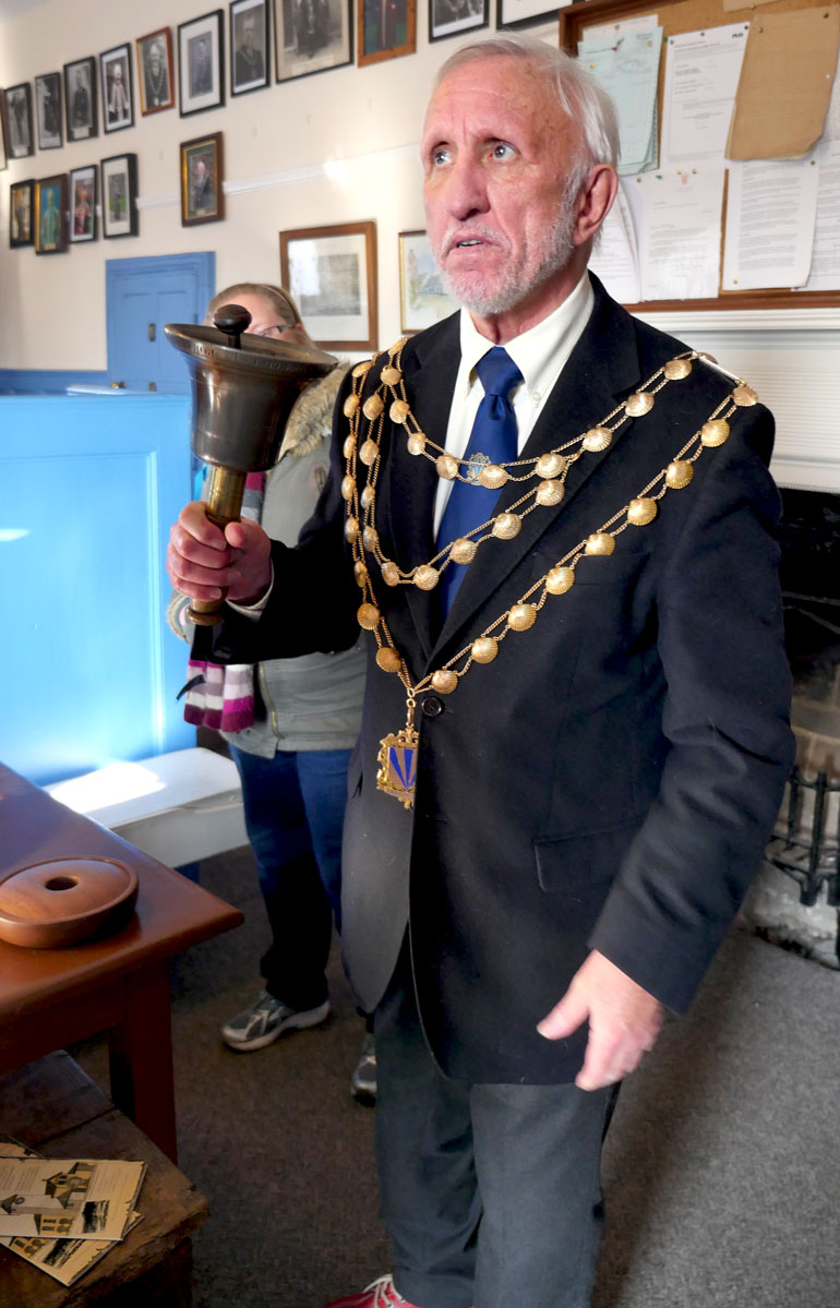 mayor-and-bell