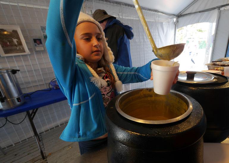 shakti-serves-soup