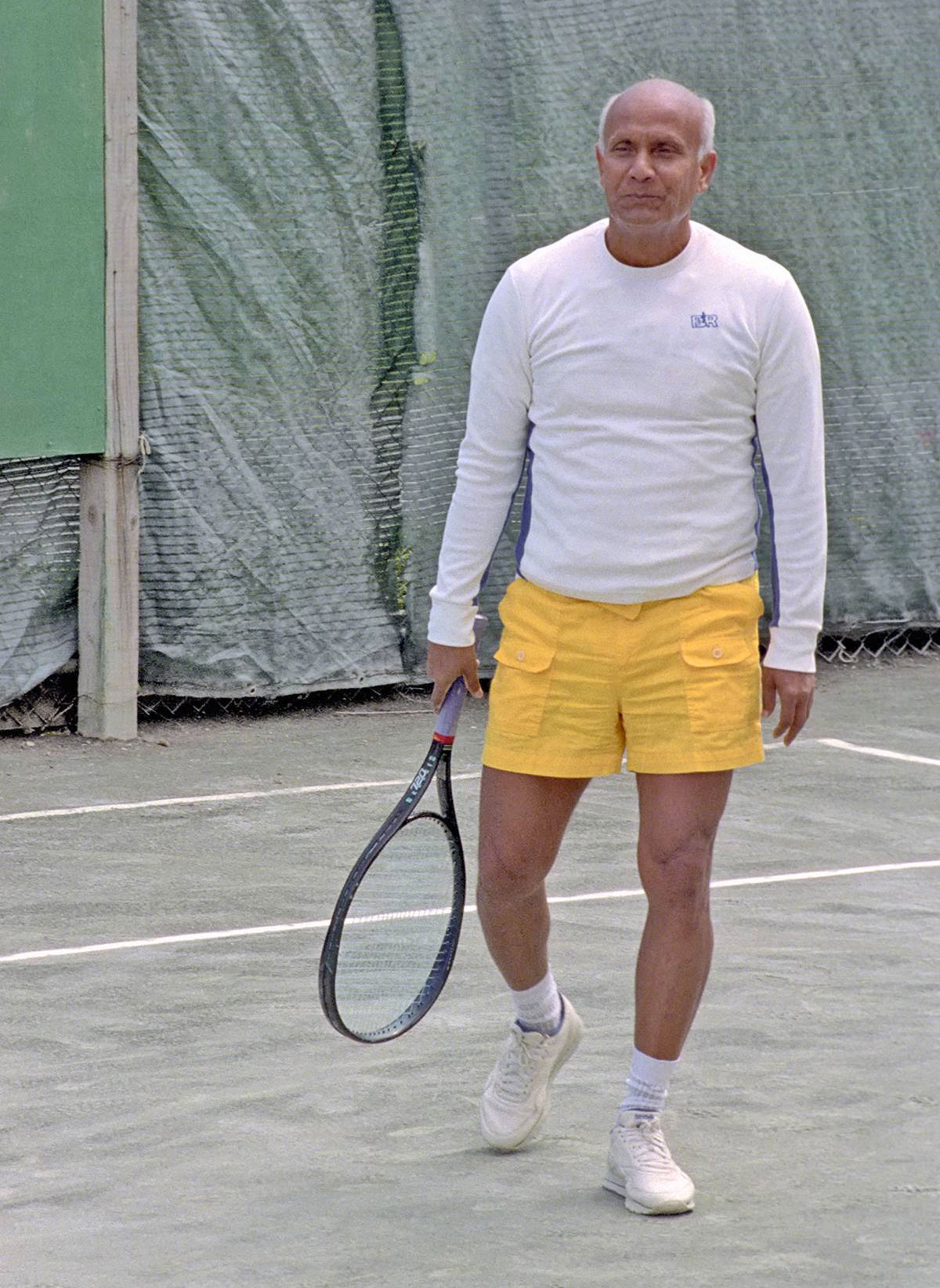 1992-04-sri-chinmoy-NY_Aspiration-Ground7Tennis_8x12Ath_4X6